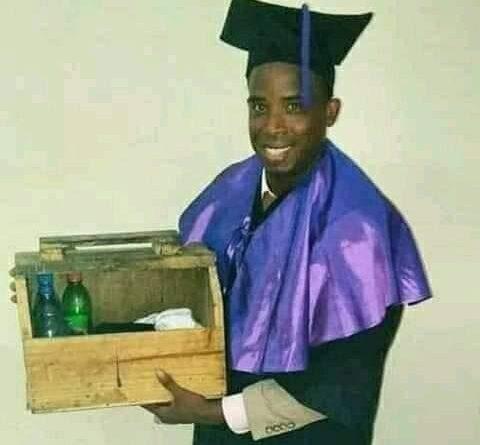 Joven Limpiabotas se graduó de Lic. en Comunicación Social en la UASD. 💪🎓