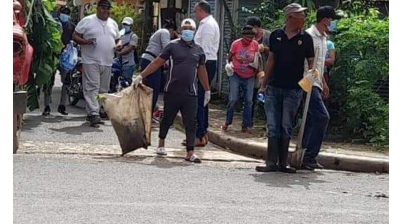 Realizan jornadas de limpiezas en sectores de Bayaguana