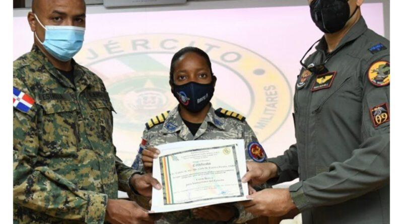 EGEMERD entrega Certificados a Cadetes de la Fuerza Aérea