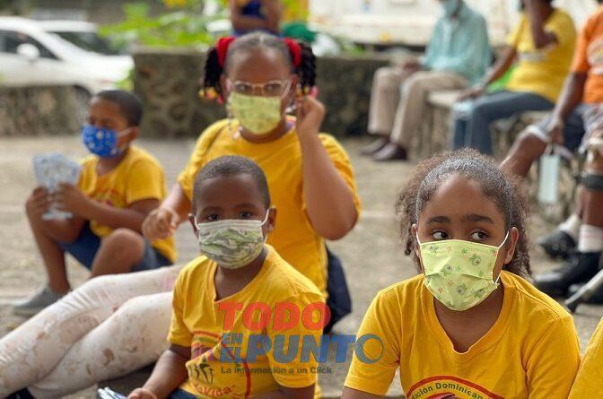 FundoVida Distribuye Mascarillas Entre los Niños y Niñas de Maquiteria