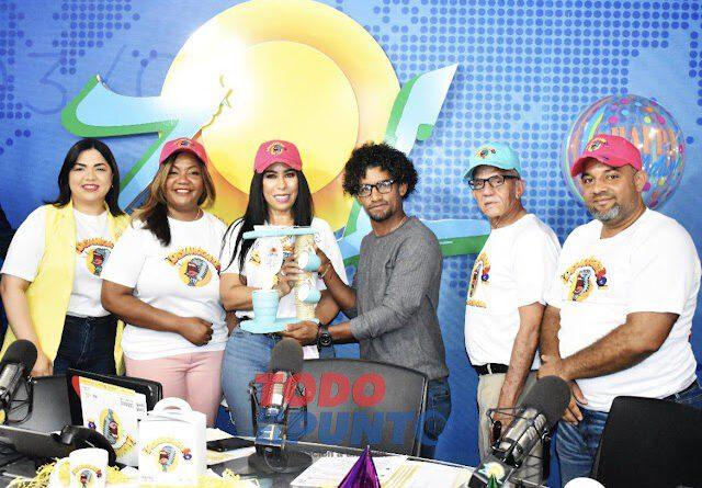 Programa radial se convierte, desde la diáspora, en vía para contribuir a desarrollo social comunitario de su país