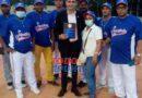 En Cotuí reconocen al periodista Miguel Ángel Gutiérrez durante inauguración Torneo Provincial Softbol